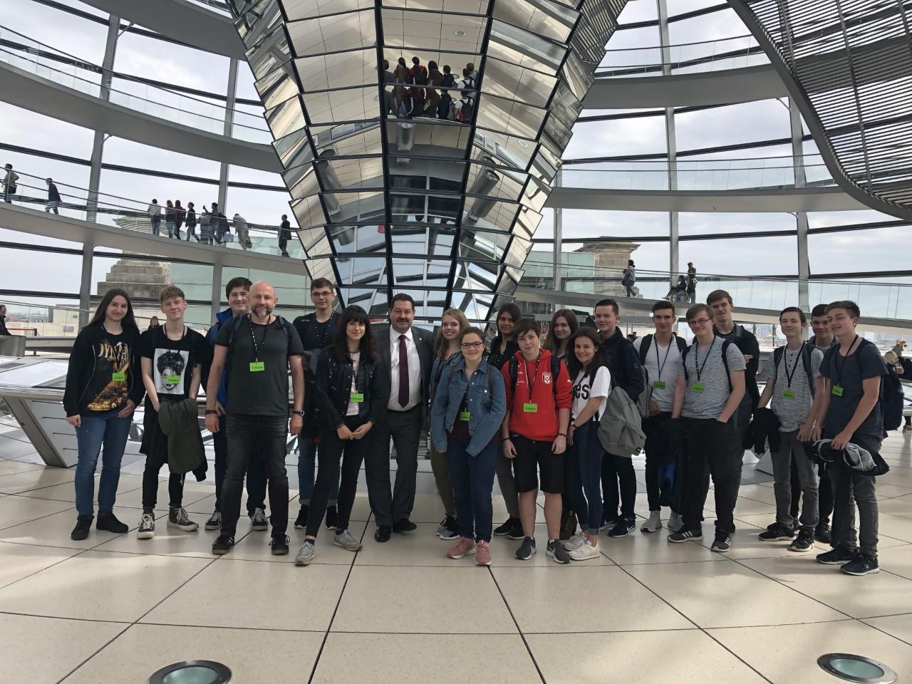 Schülergruppe aus dem Wahlkreis zu Besuch im Bundestag